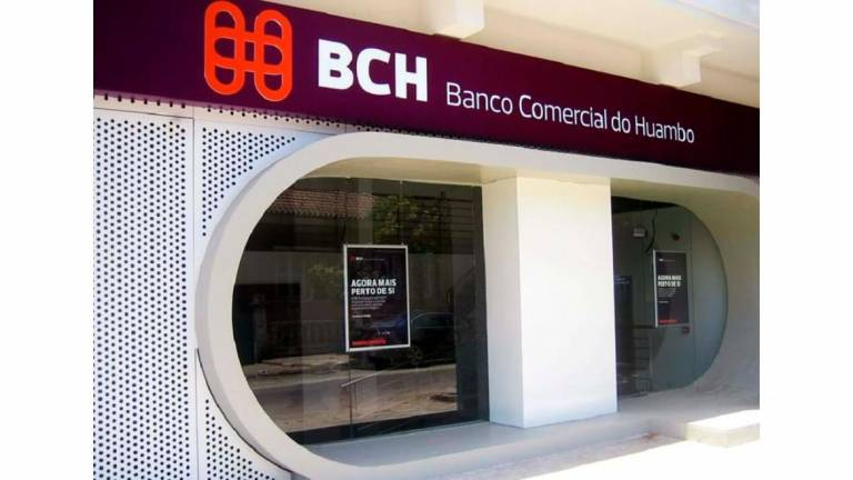 Banco do Huambo vende dólar mais caro